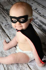 See the Good in Life: DIY Super Hero Capes.tehe so cute! Easy Halloween Costumes, Cute Costumes, Super Hero Costumes, Baby Costumes, Baby Helmet, Baby Prince, Superhero Capes, Baby Month By Month, Baby Sewing