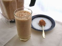 This kefir raw cacao and goji berry smoothie recipe produces a delicious creamy and chocolatey breakfast drink that will keep you going for hours. Blender Recipes, Healthy Diet Recipes, Raw Food Recipes, Healthy Eating, Berry Smoothie Recipe, Smoothie Recipes, Superfood Smoothies, Goji Berry Recipes, Raw Breakfast