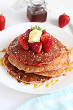 Classic (And Easy!) Strawberry Pancakes Cheap Meals To Make, Cheap Dinners, Food To Make, Breakfast For A Crowd, Breakfast Recipes, Breakfast Ideas, Dinner Recipes, Strawberry Pancakes, Strawberry Recipes