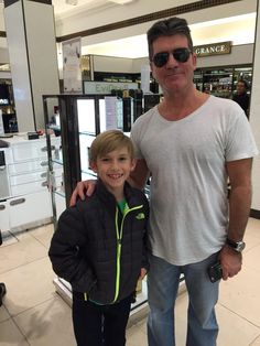 That moment when Grayson treats u like his assistant and tells u to go and ask to take a pic with him.