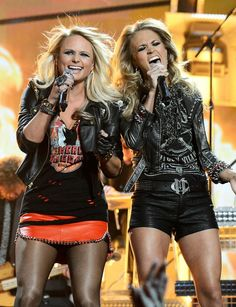 Miranda Lambert and Carrie Underwood perform Somethin' Bad