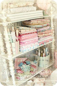 Vintage Craft Shelf * Schlaflos in NRW * (guest kids book shelf)