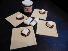 Recept bladerdeeghapjes met Nutella en Marshmallows. Makkelijk, snel en simpel een toetje bereiden of zoet hapje bij de high tea Tea Snacks, Food Vans, Nutella Recipes, Mini Pies, Cakes And More, Diy Food, Food Inspiration, Kids Meals, Tapas