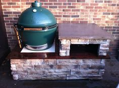 Stone and concrete table - Big Green Egg - EGGhead Forum - The Ultimate Cooking Experience. Big Green Egg Outdoor Kitchen, Green Egg Grill, Backyard Kitchen, Kitchen Grill, Island Kitchen, Big Green Egg Large, Diy Grill, Grill Party, Grill Table