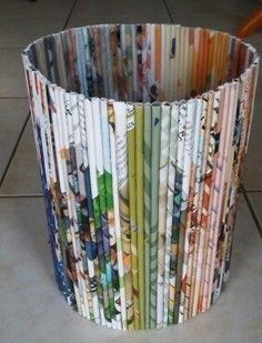 DIY Amazing Recycled Magazines Crafts That Will Inspire You – Upcycled Crafts – Magazine Upcycled Crafts, Recycled Magazine Crafts, Recycled Paper Crafts, Recycled Magazines, Newspaper Crafts, Old Magazines, Recycled Art, Book Crafts, Diy And Crafts