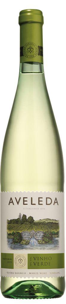 Vinho verde : é um vinho Português que tem suas origens no norte do país  , na verdade, significa que é um vinho jovem - pode ser vermelho, branco ou rosé , e que se destina a ser consumido dentro de um ano de engarrafamento. No verão , servido realmente fresco , é o céu! A marca mais conhecida é Casal Garcia , mas se você tiver a chance, gastar mais um par de euros ( e é realmente apenas um par ) e experimentar marcas mais agradáveis como este .