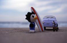 Penguin Surfer.  #ukulele #love #peace #smile #rainbow #illustration #illustrator #makotoosanai #aloha #hawaii #music #art #drow #okinawa #sea #sky #earth #tokyo #japan #surf #surfboard #object #penguin #500 #child #fiat
