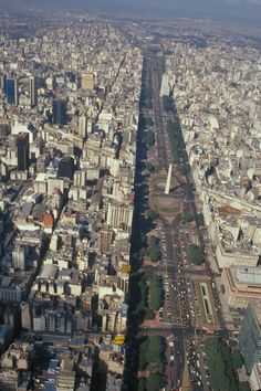 Avenida 9 de julio, la màs ancha del mundo.(Widest street in the world) Buenos Aires, Argetina