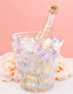 Oavsett om du ska på möhippa eller tjejfest så sätter snygga drinkar pricken över i:et på festen.