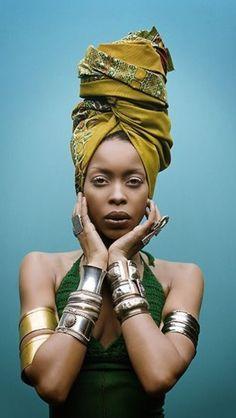 B come Badu: a parte che è bella come una dea, per me è la Terra, la Madre, la Sciamana, tutto quello che di Magico c'è nell'essere donna.