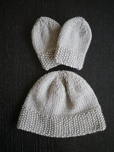 Newborn Hat with See Stitch Trim by The Mucky Macbook. pattern free at Ravelry