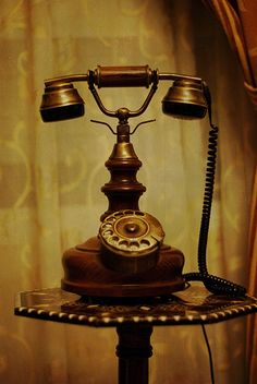 Add style to any room in the house with a vintage phone from DST UK. Whether it's a American Diner phone you're looking for or a vintage rotary phone, we've got an incredible collection of styles and colours to suit everyone. Retro Vintage, Vintage Love, Vintage Items, Vintage Green, Vintage Decor, Telephone Vintage, Vintage Phones, Antique Phone, Old Phone