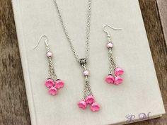 Rózsaszín virágos nyaklánc és fülbevaló szett