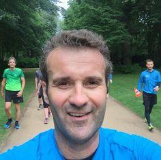 Wenn die Meute durch den Tiergarten jetzt ist Pace Run Tag von @run_club_berlin Intervalle und Spaß dabei!  sensationelle Einheit mit @asicsfrontrunner @running_naui