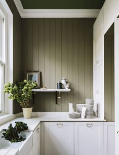 British paint manufacturer Farrow & Ball has expanded its extensive color card with nine new shades. Carefully chosen to balance Farrow & Ball'. Farrow Ball, Farrow And Ball Paint, Trending Paint Colors, New Paint Colors, Popular Paint Colors, Outdoor Paint Colors, Kitchen Wall Colors, Kitchen Paint, Kitchen Design