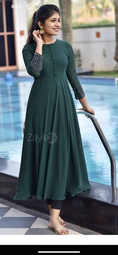 Plain Kurti Designs, Simple Kurta Designs, Cotton Saree Designs, Half Saree Designs, Stylish Dress Designs, Stylish Dresses, Indian Gowns Dresses, Indian Fashion Dresses, Indian Designer Outfits