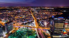 Colos al muticulturalismului, București reprezintă, pe lângă titulatura de capitală a României, motorul care pune în funcțiune amalgamul de clădiri de birouri, muzee, parcuri și centre culturale. Bucureștiul este, fără doar și poate, un oraș al tuturor posibilităților, unde sângele care pompează inima capitalei îl reprezintă omniprezenta aglomerație urbană.