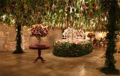 Ceiling suspended gardens by Lais Aguiar. Wedding of Renata Foz and Dino Landi