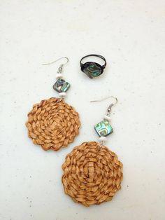 Cedar Weaving by Jaimie Davis on Facebook. Email jada@jadacreations to order Inkle Weaving, Weaving Art, Weaving Patterns, Hand Weaving, Rope Jewelry, Jewelery, Domino Jewelry, Hawaiian Crafts, Wedding Centerpieces Mason Jars