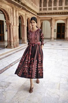 India Emporium Is a One Stop Ethnic Wear Online Store For All Designer Wear, Made to Order Bridal Lehengas , Custom Made Designer Dresses , Party Wear Salwar Kameez , Artificial jewellery . Pakistani Dresses, Indian Dresses, Indian Outfits, Indian Attire, Indian Ethnic Wear, Indian Girls, Look Short, Asian Fashion, Indian Fashion Modern