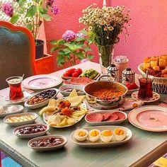 Serpme Kahvaltı Hatr-ı Kahve   İstanbul ( Bağlarbaşı ) ➡️ Açılışı özel serpme kahvaltı kişi başı 19 ₺ ➡️ Hatr-ı Kahve Çengelköy'den sonra şimdi de Bağlarbaşında! ☎️ 0535 881 57 58 @hatrikahve