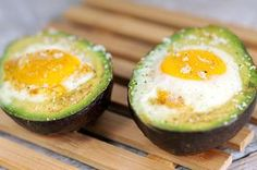 Avocado met ei uit de oven/ Avocado with egg out of the oven (recipe is in Dutch) No Carb Recipes, Pureed Food Recipes, Veggie Recipes, Oven Recipes, Cooking Recipes, Healthy Recipes, Healthy Foods To Eat, Healthy Eating, Good Food