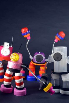 Make DIY Robots in your Maker-Space, TinkerLab, or Classroom! Such fun & Games for Kids Creativity! Vbs Crafts, Diy And Crafts, Crafts For Kids, Plastic Bottle Art, Pet Bottle, Recycled Robot, Recycled Art, Diy Playing Cards, Art Trading Cards
