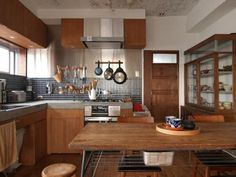 Cool 35 Fancy Japanese Kitchen Style Decoration Ideas That You Need To Try Interior Modern, Japanese Interior Design, Cafe Interior, Kitchen Interior, Room Interior, Kitchen Dining, Kitchen Decor, Japanese Kitchen, Küchen Design