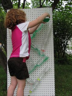 Summer fun--a water wall from plastic bottles, twist tied to peg board Outdoor Learning, Outdoor Play, Water Bottle Crafts, Bottle Art, Outdoor Classroom, Classroom Ideas, Classroom Activities, Water Walls, Play Spaces