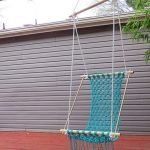 How To Make A Macramé Hammock - Swinging in a hammock can be very relaxing and building it yourself can be very rewarding, browse this page to learn how to make a macrame hammock. Crochet Hammock, Diy Hammock, Hammock Chair, Hammock Swing, Homemade Hammock, Chair Swing, Porch Swing, Front Porch, Backyard Furniture
