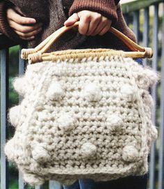 Cute Crocheted Tote Bag Pattern: Rachel Henderson & Sarah Hazell Source by masonsh bags Bag Crochet, Crochet Gratis, Crochet Handbags, Crochet Purses, Free Crochet, Crochet Mandala, Knitted Bags, Crochet Projects, Purses And Bags