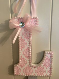 Diy baby girl room decorations initials new ideas Nursery Letters, Wooden Letters, Cardboard Letters, Baby Girl Headbands, Newborn Photo Props, Diy For Girls, Diy Gifts, Diy And Crafts, Creations