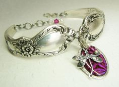This lavishly detailed sterling plate spoon bracelet was handmade from two vintage teaspoons in the collectible Heritage pattern from Silver Spoon Jewelry, Fork Jewelry, Dragonfly Jewelry, Silverware Jewelry, Cutlery, Jewelry Crafts, Jewelry Art, Beaded Jewelry, Vintage Jewelry