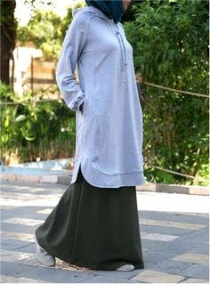 The ideal modest sportswear solution, SHUKR's Endurance Hoodie will keep you on the go when you need it most. Stay comfy and confidently covered in this loose, breathable top that will leave you free to get on with what you do best. Sport Fashion, Girl Fashion, Womens Fashion, Curvy Fashion, Oufits Casual, Casual Outfits, New Hijab, Muslim Hijab, Sport Outfits