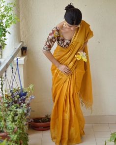 Want to shop the best light weight party wear saree designs of this summer Do check out this brands collection. Saree Blouse Patterns, Saree Blouse Designs, Indian Beauty Saree, Indian Sarees, Cotton Saree Designs, Saree Poses, Simple Sarees, Sari Dress, Saree Photoshoot