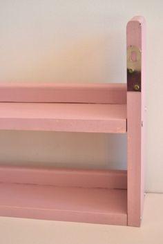 Estantería rosa | Cocinas de juguete Macarena Bilbao