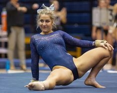 the female form when associated with sport and fitness Gymnastics Photography, Gymnastics Pictures, Sport Gymnastics, Artistic Gymnastics, Sixpack Workout, Gymnastics Flexibility, Female Gymnast, Athletic Women, Female Athletes