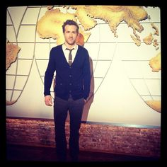 Ryan Reynolds in Studio 57 in front of the original map from the CBS Evening News with Walter Cronkite! Studio 57, Denzel Washington, Ryan Reynolds, Bubble, Beautiful People, Map, Actors, Blazer