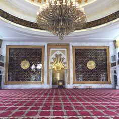 Foto diambil di Masjid Agung Trans Studio Bandung oleh Najwa S. pada 4/1/2017