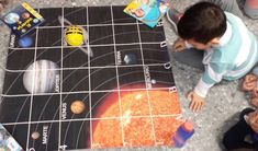 """¿Cómo enseñar el Sistema Solar a niños y niñas de 1º de Primaria? ¿A que sería genial descubrirlo siguiendo a un robot astronauta? Eso mismo pensó nuestra compañera Patricia Flor, cofundadora de Programamos yque es además maestra de Primaria en un centro de la Provincia de Sevilla.  """"Quería motiv"""
