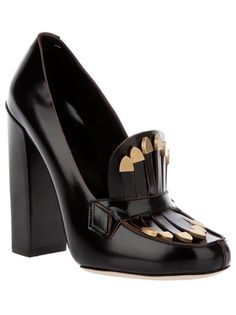 Black leather pump from Chloé
