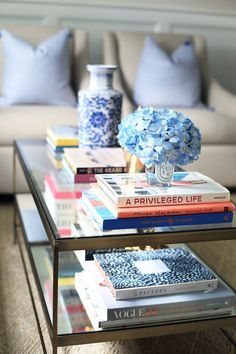Decorating with Coffee Table Books is part of home Aesthetic Coffee Tables A few tips for using coffee table books as home decor! Coffe Table Books, Coffee Table Styling, Cool Coffee Tables, Decorating Coffee Tables, Books Decor, Decorating Your Home, Diy Home Decor, Decorating Hacks, Interior Decorating