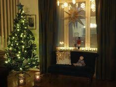 Vaateviidakko: Sohvatyynyt ruiskumaalatusta kankaasta Handmade Christmas Decorations, Diy Christmas, Holiday Decor, Reuse, Diy Furniture, Recycling, Interiors, Cards, Home Decor