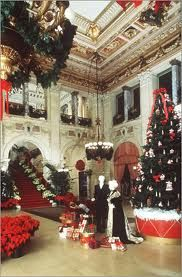 christmas at the mansions in newport ri where the gilded age nyc society enjoyed