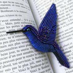 Волшебный синий - на этом снимке более точно передан оттенок  Поймать его непросто, как птицу счастья ✨ Эта колибри - её воплощение ✨ _______ Заказы на птичек принимаются с 10 января ❄️
