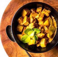 Nothing is as healthy or delicious to eat than tempeh but only with the right recipes. Thankfully, we have listed 10 of the most delicious Malaysian tempeh recipes here, just for you! Chilli Paste, Curry Paste, Tempeh, Tofu, Tempe Recipe, Vegetarian Options, Vegetarian Recipes, Dried Chillies, Malaysian Cuisine