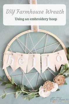 crafts/ DIY, embroidery hoops, embroidery hoop wreath, farmhouse wreath, wreaths, spring wreath, room decor, Do it Yourself, wall decorating ideas, room decor ideas, craft, craft ideas, home decor, DIY DIY projects, rustic home decor #DIYHomeDecorChambre