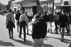 Skinhead Gang, Southend, by Derek Ridgers Skinhead Boots, Skinhead Fashion, Old Photos, Vintage Photos, Essex England, Leigh On Sea, Skin Head, Football Casuals, Teddy Boys