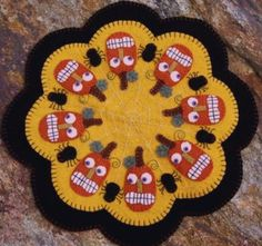 PatternMart.com ::. PatternMart: Pumpkins and Spiders Halloween Penny Rug Candle Mat Pattern