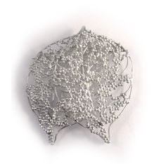 Leaf air granulation brooch